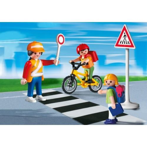 4328 Cruce escolar con niños